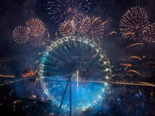 正对伦敦眼的蓝区最美焰火由你承包